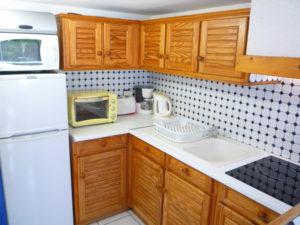 Voici une photo de la cuisine du T2 n°10. Cette location se trouve à 100 mètres de la cure.