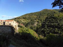 La randonnée Amélie - Montalba se fait au départ du parking du général de Gaulle d'Amélie les Bains et dure environ 4 heures aller et retour. La distance à parcourir est de 10 km.