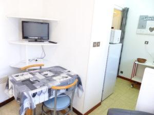 Voici une photo du coin séjour du studio n°1bis. Cette location se trouve à 100 mètres des thermes.