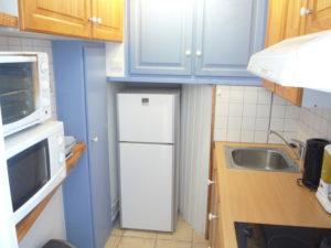 Voici une photo de la cuisine du studio n°C3 avec WIFI gratuit. Cette location se trouve à 100 mètres des thermes.