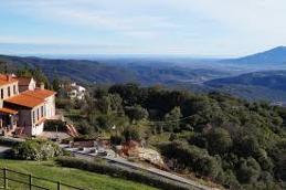 La randonnée de Montbolo par la Rodella se fait au départ de la piscine municipale d'Amélie les Bains et dure environ 4 heures aller et retour. La distance à parcourir est de 12 km.
